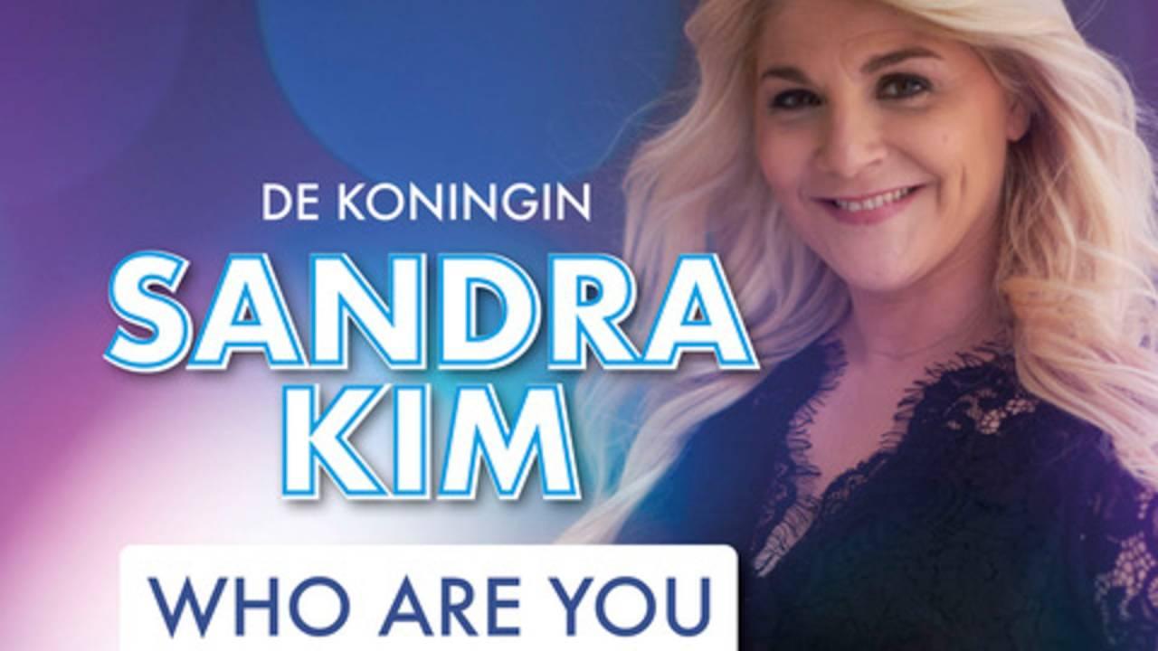 Download en beluister 'Who Are You' in een versie van Sandra Kim