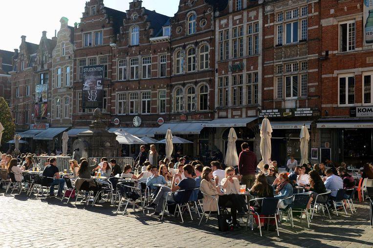 Eén (eet)café minder op de Oude Markt  sinds dit weekend want L-café heeft de deur voorgoed gesloten.