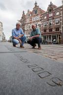 Voormalig wethouder Willem Geerken (links) en Kees Samuels, de grote man achter de komst van de Vuelta naar Zutphen, tien jaar geleden.