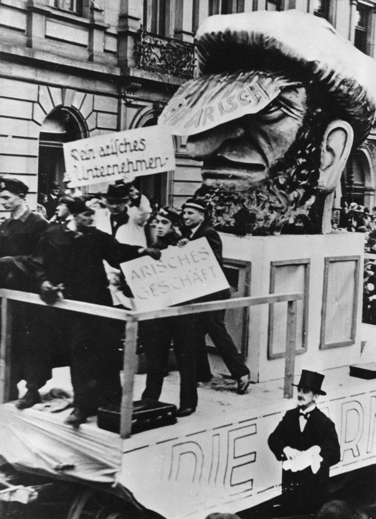 Een praalwagen tijdens het Duitse Mainz Carnaval in 1939. Beeld Belga
