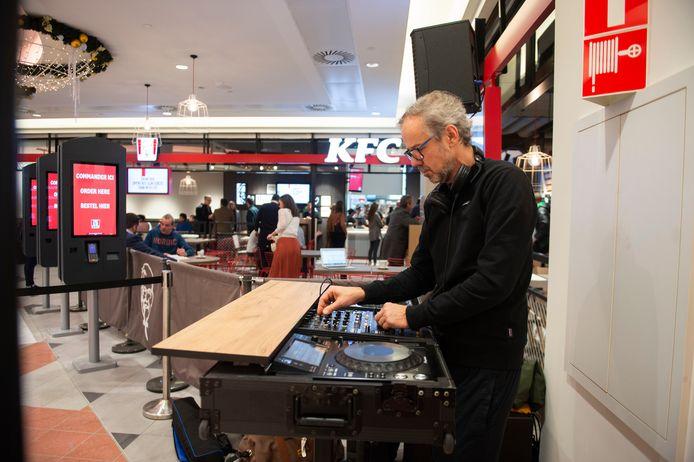 Een DJ zorgde voor een muzikale noot