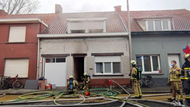 Rijwoning onbewoonbaar na zware keukenbrand: Buurman onderneemt tevergeefs bluspoging
