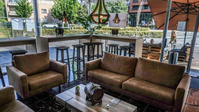 de loungebar, op het gelijkvloers