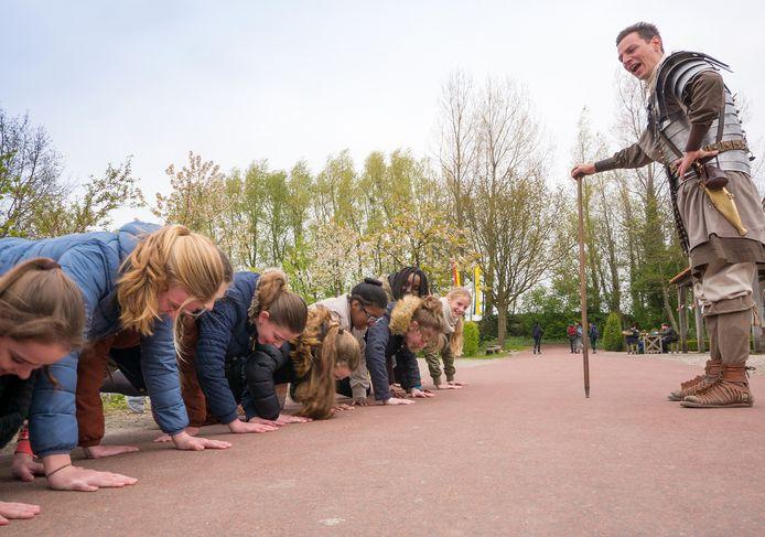 Archeon in Alphen aan den Rijn ontvangt veel kinderen op schoolreis.