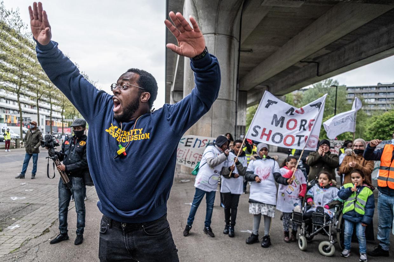 'We zijn het zat', schreeuwen de demonstranten van de K-buurt. Beeld Joris van Gennip