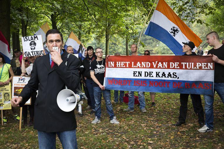 Op de Koekamp: de Nederlandse Volks-Unie. 'Tussen de bloemetjes en bijtjes in plaats van in de Schilderswijk', aldus voorman Kusters. Beeld Arie Kievit