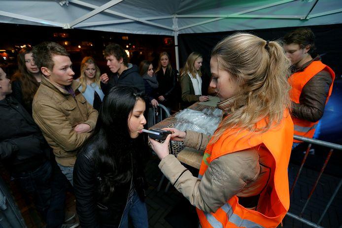 Een blaastest op een feest voor jongeren (niet in Altena).