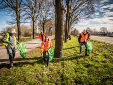 Landelijke Opschoondag in Rijssen levert zakken vol blikjes en verloren bouwmateriaal op
