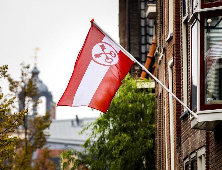 Rood en witte versieringen tijdens Leidens Ontzet. De viering en herdenking van het geplande evenementen is dit jaar, door de toename van het aantal coronabesmettingen, grotendeels digitaal te volgen via een livestream.  Beeld ANP