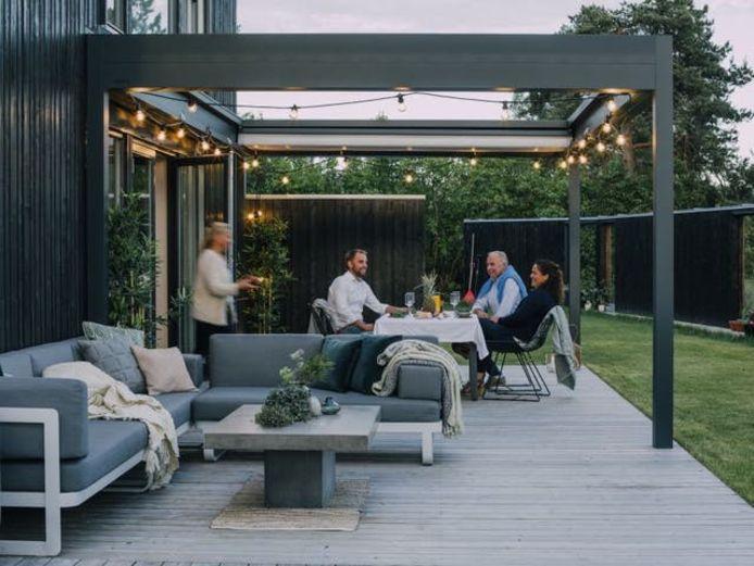 Je terras moet tegen een stootje kunnen. Denk maar aan vetvlekken of een glas wijn dat omvalt.