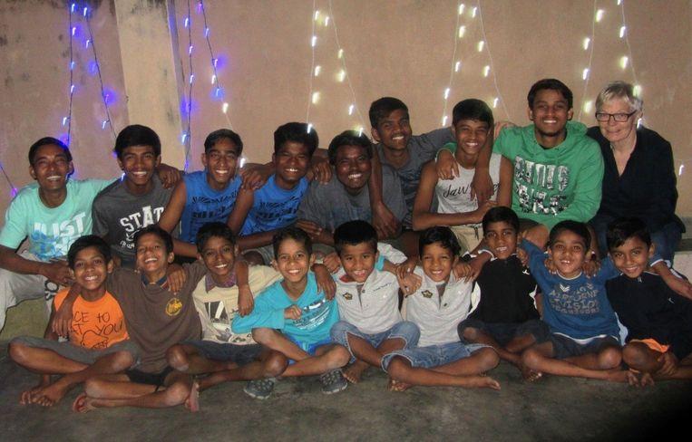 Ingrid Sys met de straatkinderen in Kolkata.