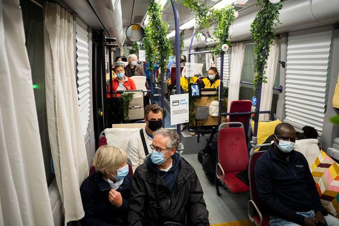 De eerste rit van de Ikea Pändelbuss in Antwerpen.