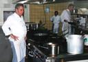 Joop de Vries werkzaam als kok.