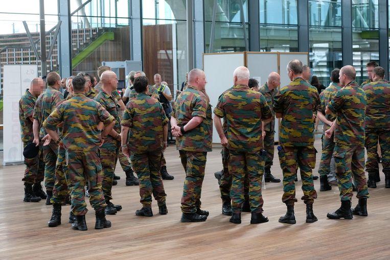Heel wat militairen kwamen hun collega's vorig jaar steunen in de rechtbank van eerste aanleg.