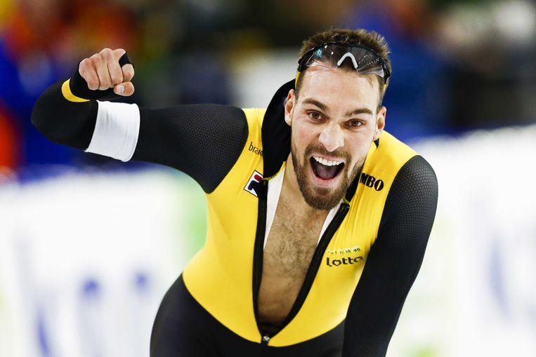 Kjeld Nuis juicht na zijn winst op de 1000 meter. Beeld ANP