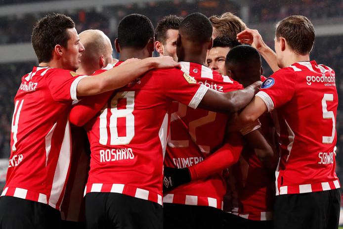 PSV liep afgelopen weekeinde drie punten uit op achtervolger Ajax.