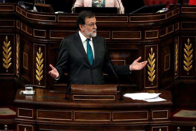 Mariano Rajoy staat het Spaanse parlement te woord. Beeld AFP