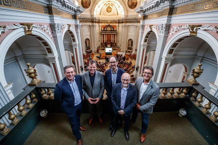 Een jaar geleden stonden de plannenmakers nog bijeen in de kapel van St. Louis voor de start van de renovatie. Vlnr Jacco Snepvangers (directeur aannemersbedrijf Van Agtmaal), Ruud van den Boom (Woonkwartier), toenmalig gedeputeerde Henri Swinkels (nu is dat ERic de Bie) en de wethouders Jan Mollen en Hans Wierikx.