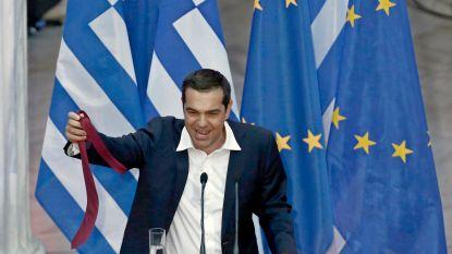 Griekse premier lost belofte in en draagt voor het eerst sinds hij in 2015 aan de macht kwam stropdas
