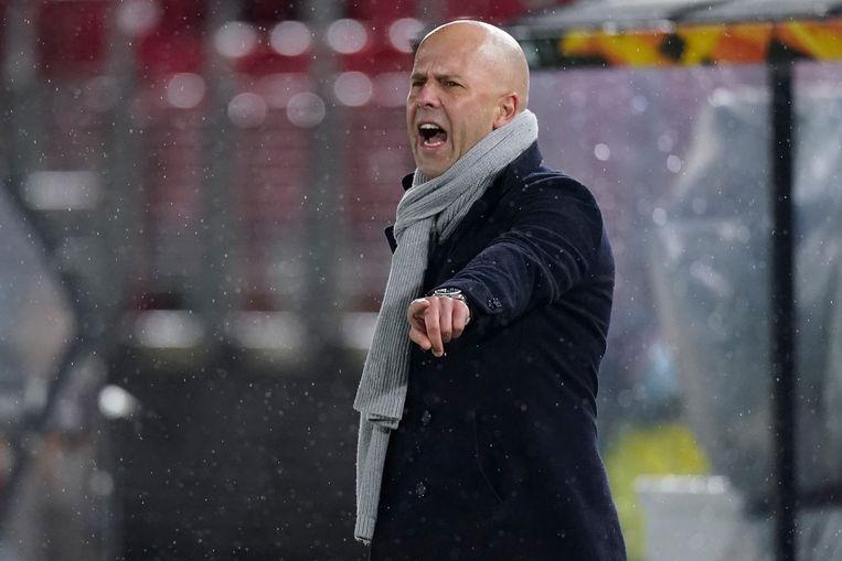 De AZ-coach Arne Slot langs de lijn tijdens de wedstrijd tegen Napoli afgelopen week, die eindigde in een gelijkspel.  Beeld BSR Agency