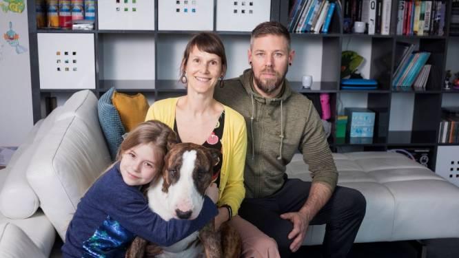 """ZOVEEL VERDIEN IK. Stewardess Karen (41) en haar gezin: """"Per jaar geven we 5.000 à 6.000 euro uit aan reizen"""""""