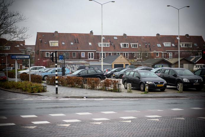 Het parkeerterrein aan Willemstraat/Lodewijk Napoleonlaan in Eindhoven moet plaats maken voor nieuwbouw.