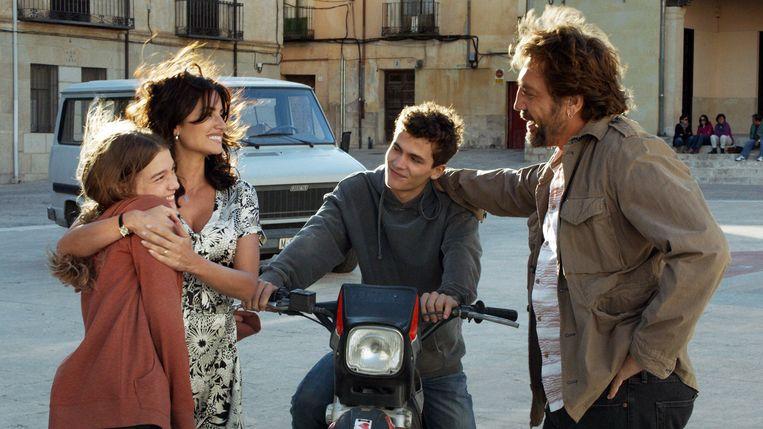 Laura (Penélope Cruz, links) ziet haar jeugdliefde Paco (Javier Bardiem, rechts) terug in Todos lo saben (Asghar Farhadi). Beeld
