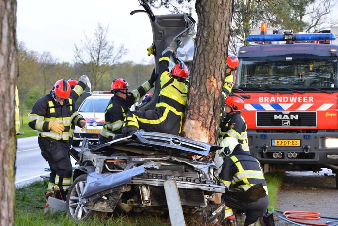De brandweer moest een inzittende uit de auto bevrijden.