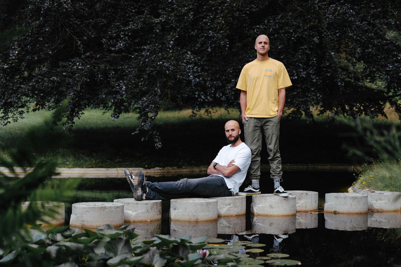 Bram (links): 'Toen Jonathan vertelde dat hij papa zou worden, viel iedereen uit de lucht.'  Beeld Damon De Backer