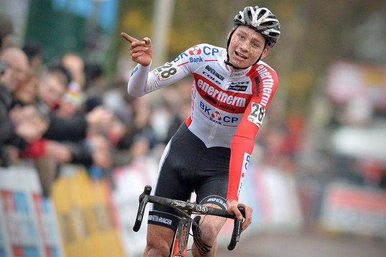Mathieu van der Poel (18) vierde zijn tweede plaats als een zege. Beeld BELGA