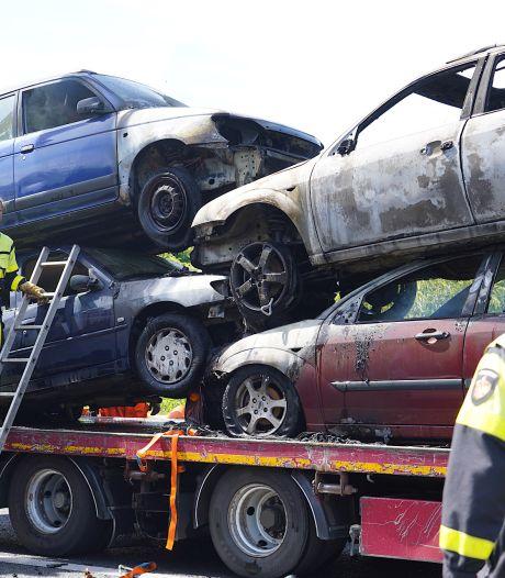 Sloopauto's op oplegger in brand: A27 dicht tussen Oosterhout en Breda