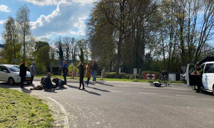 Een vrouw werd vanmiddag aangereden tijdens het oversteken in Putten.
