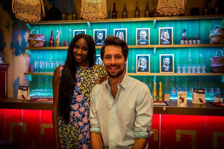 Café De Mol met Gilles Van Bouwel en Élodie Ouédraogo. Beeld sbs