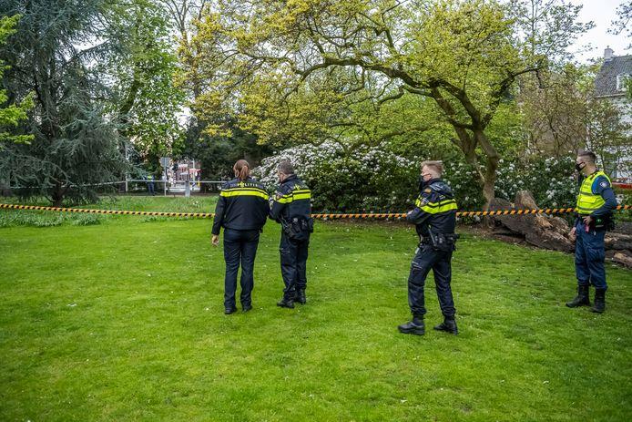 In het Wilhelminapark in Tilburg is donderdagavond een overleden persoon aangetroffen.