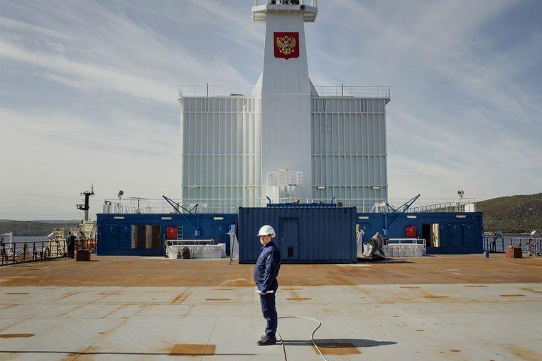 Aan boord van de kerncentrale Akademik Lomonosov, waar ingenieur Vladimir Iriminkoe een rondleiding geeft. Beeld Emile Ducke