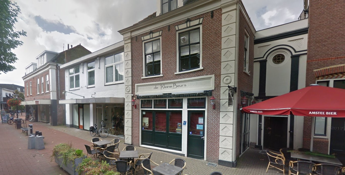 Café De Kleine Beurs in Hillegom, waar meerdere bezoekers zijn besmet met het coronavirus.