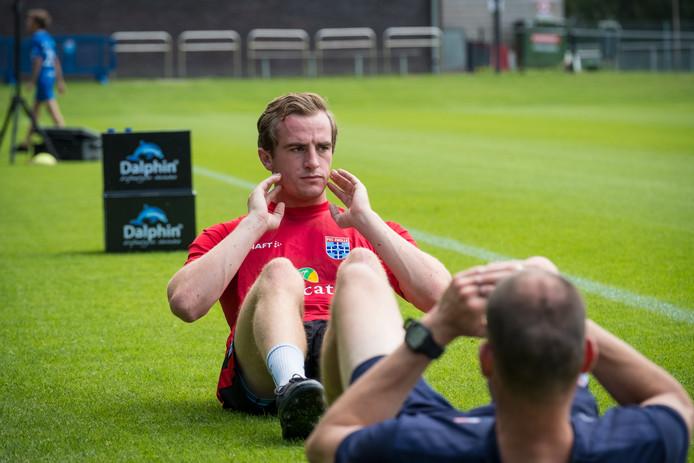 Xavier Mous trainde al - apart van de groep - mee en mag zich nu officieel PEC Zwolle-speler noemen.