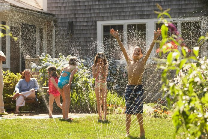 Les jeux d'eau fonctionnent toujours auprès des plus jeunes!