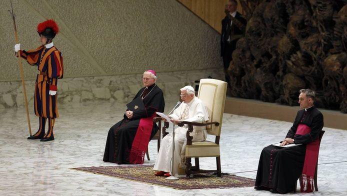 Paus Benedictus II spreekt in de Sint Pieter in het Vaticaan