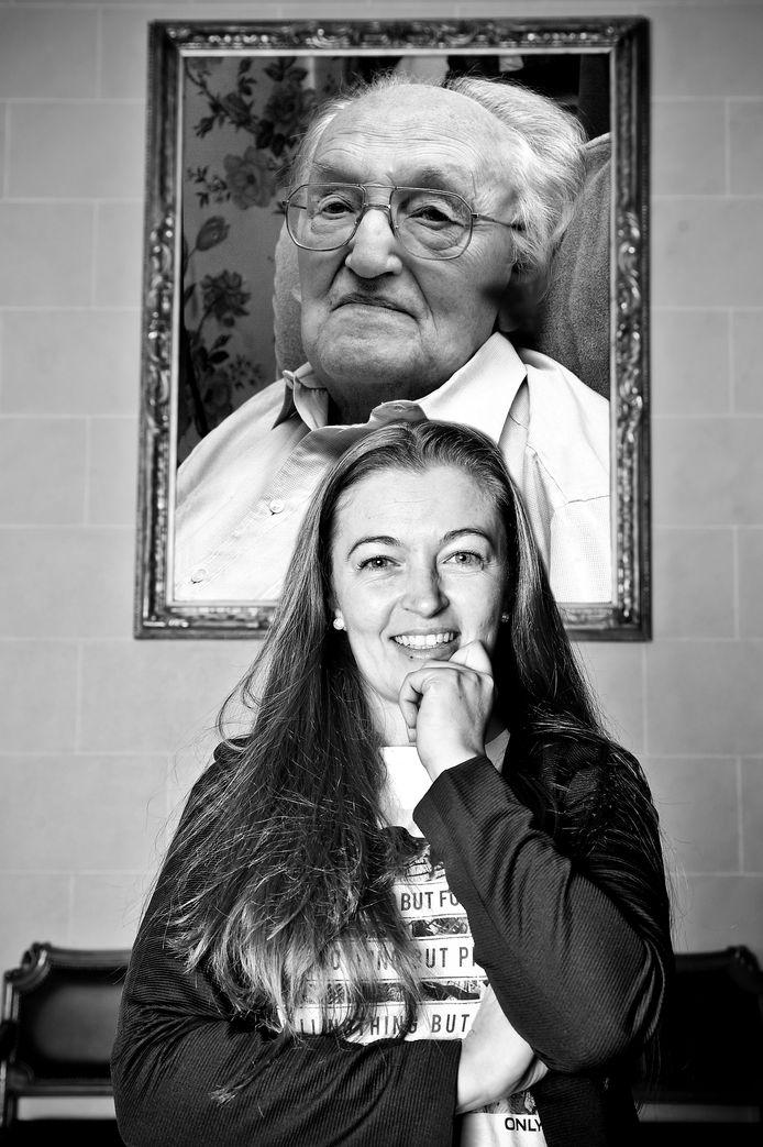Delphine Slosse schetst in het boek onder andere de ultieme dag die ze graag nog eens met haar opa Roger Slosse, ofte Juul Plastiek, zou beleven.