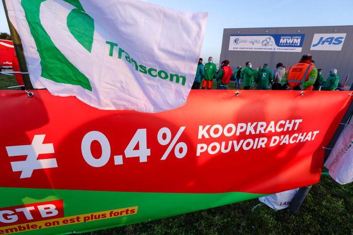 """L'appel à la grève nationale du syndicat socialiste et de la CSC est particulièrement bien suivi dans plusieurs secteurs. Selon les informations de la FGTB, l'industrie manufacturière est """"quasiment à l'arrêt"""" en Wallonie et à Bruxelles, tandis que les transports publics sont fortement perturbés. Des enseignes de la grande distribution sont également à l'arrêt, ajoute le syndicat."""