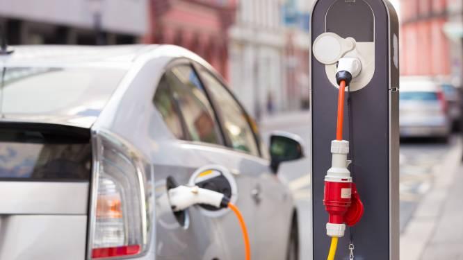 """Nieuwe studie: """"Elektrische wagens zijn altijd beter voor milieu, ook als ze dus opgeladen worden met vuile stroom"""""""