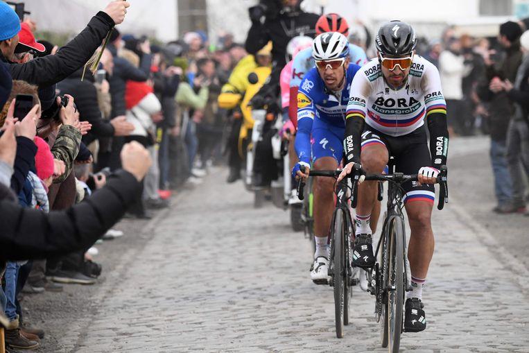 Peter Sagan sleurt op kop, Gilbert volgt in zijn spoor. Beeld AFP