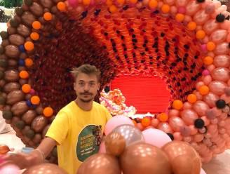 """""""Met ballonnen is het altijd feest"""": Gijs (29) haalt wereldrecord met dinosaurus uit 40.000 stuks"""