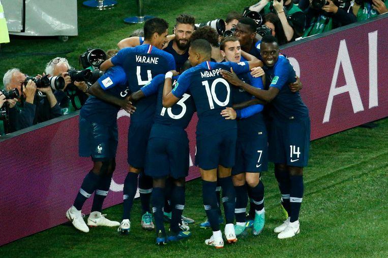 Les Bleus slikken amper doelpunten, scoorden al vier keer op stilstaande fases en kunnen elke ploeg pijn doen op de counter.  Beeld Photo News