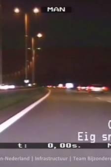 Automobilisten met ruzie zorgen voor levensgevaarlijke situatie op A28: tegen het verkeer in op snelweg