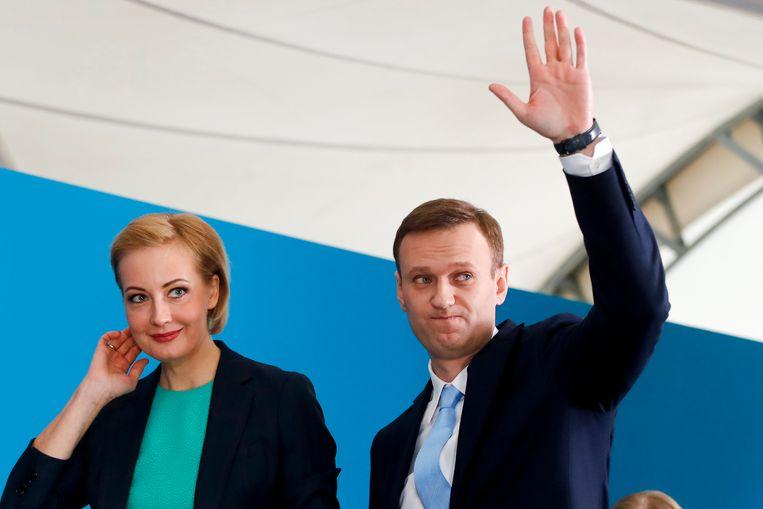 Aleksej Navalny en zijn vrouw Joelia Navalnaja. Beeld AP