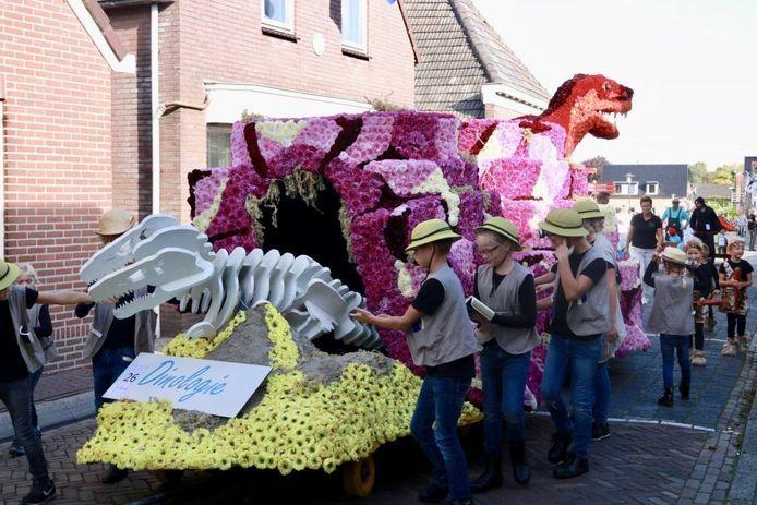 Praalwagen tijdens een eerder jeugdcorso in Sint Jansklooster.