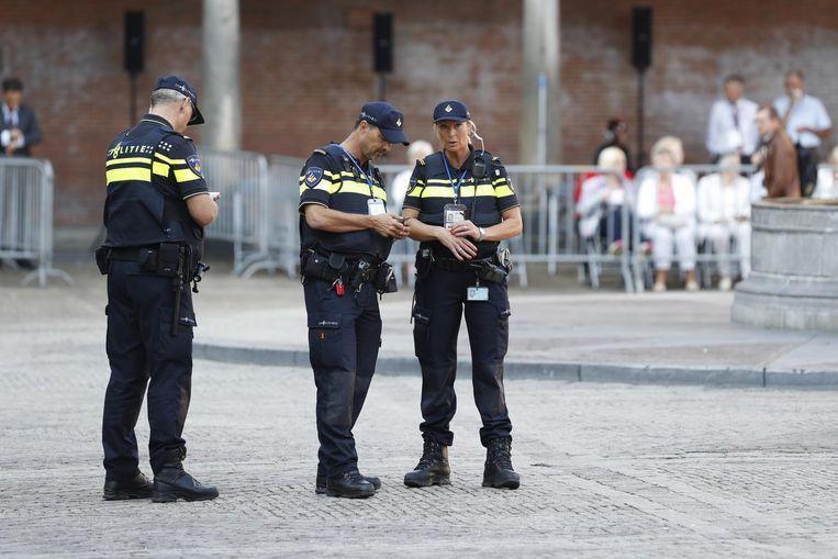 Agenten, vandaag op het Binnenhof. Beeld Anp