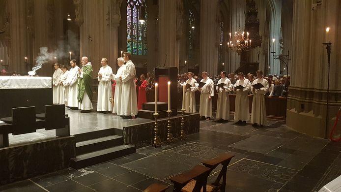 De speciale Gregoriaanse mis met Herman Finkers.